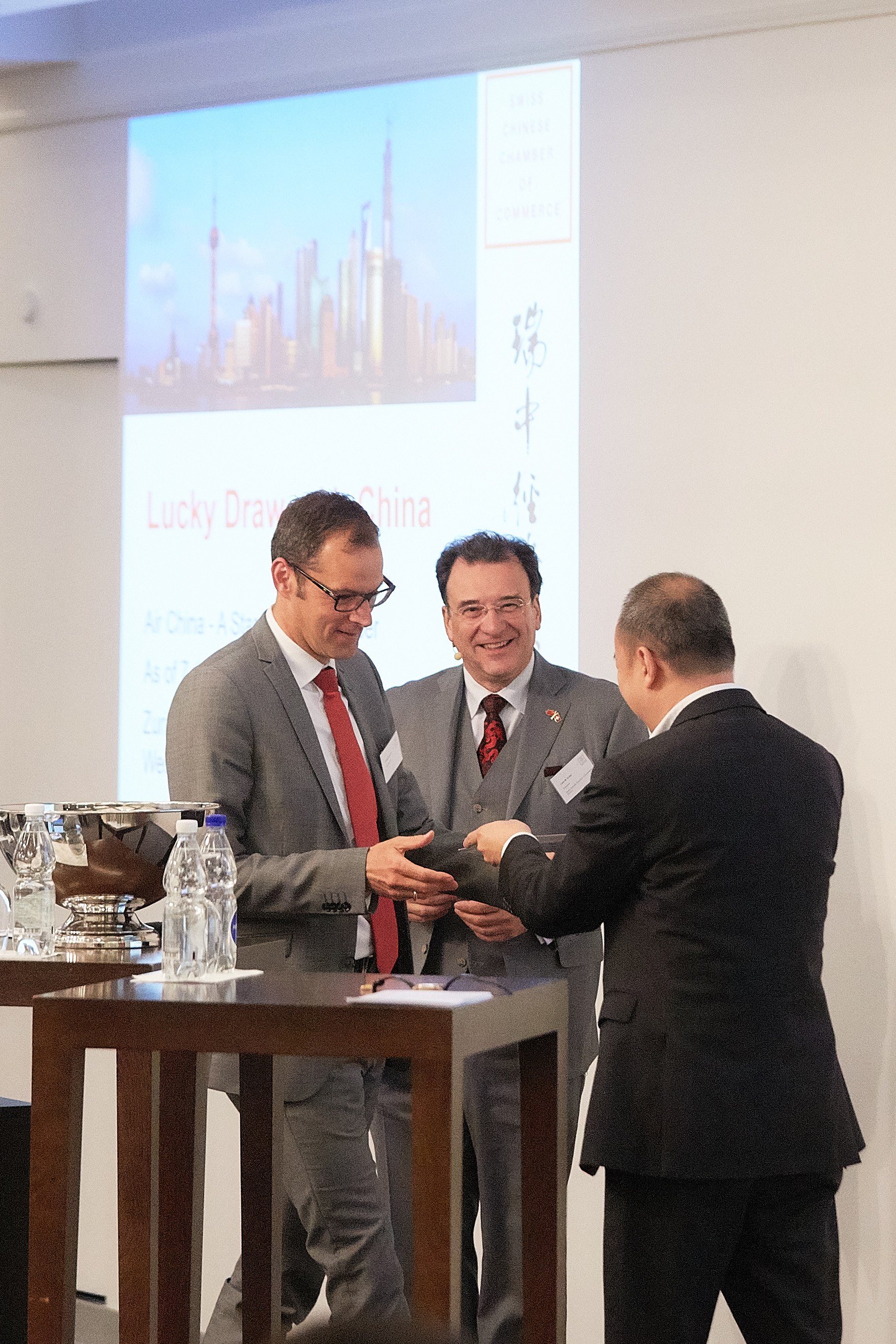Lucky Draw by Air China & Closing by the SCCC President Felix Sutter